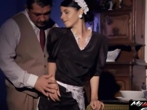 Sexy Jessyka Swan takes big cocks whole in the anal mansion when shes too horny