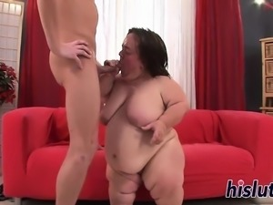 Kinky blowjob session with a horny midget