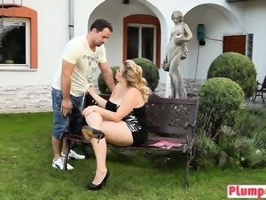 Plump Blonde Kristy Sixty Nine Outdoor Face Sitting