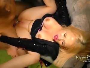 Deutsche Blondine wird extrem hart gefickt
