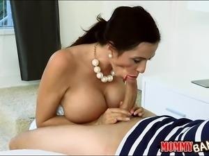 Ariella Ferrera and Angel Del Rey 3way action in the bedroom