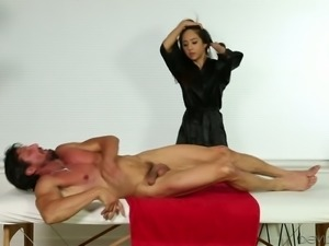 Sensual masseuse Mila Jade is a professional and she knows how to fuck