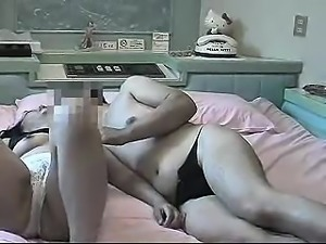 Amateur mom with younger boy on hidden cam