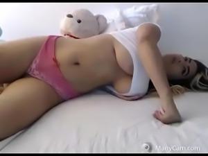 Nice tits hot girl on bed live strip webcam - watchfreewebcam.com