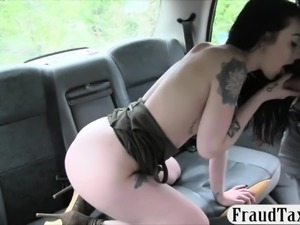 Skanky amateur flashes her ass and railed in the taxi