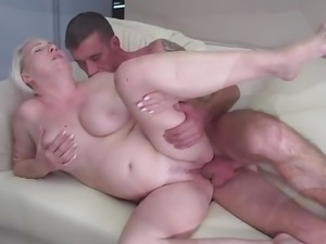 Mature woman gets cuni and fuck from young dude