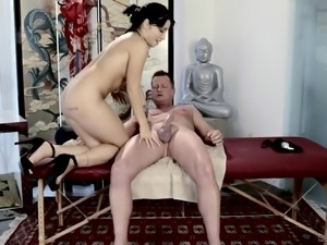 Rina Ellis having her shaved pussy exploited by Eric Masterson