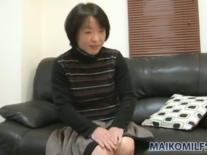 Short haired MILF Tomoe Nakamachi flashes tits and strips for dude