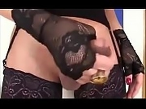Tranny Masturbates A Table - DickGirls.xyz
