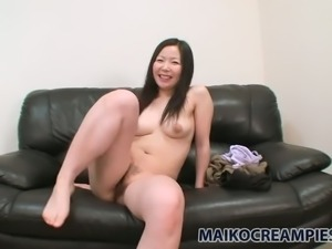 Ayumi Shoda lets her BF finger bang her pussy and then she takes a shower