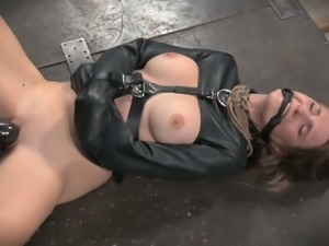 Curvy dominatrix Bella Rossi tickles her slave's muff with her vibrator