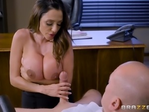Fake-titted Ariella Ferrera having her juicy cunt destroyed