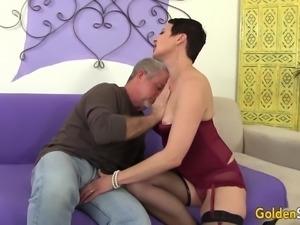 Horny Mature Slut Kali Karinena Seduces a Guy with a Big Dick