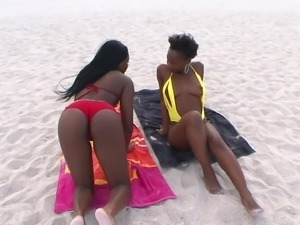 Hot ebony girls Jaycin Star and Kenya Sweetz hook up for a shag