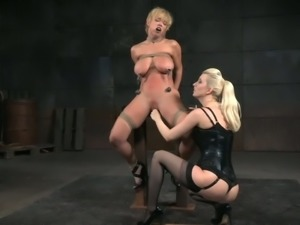 Dee Williams is really into rough stuff and she loves rope bondage