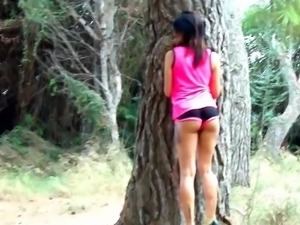 Lecherous ris Dar bouncing on a throbbing schlong outdoors