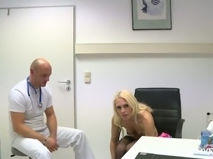 Examination of slutty blondie ends up with oral sex right in the hospital