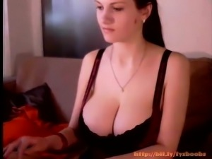 amateur summerly7 flashing boobs on live webcam