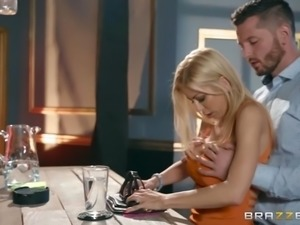 recently divorced alexis fawx seduced the bartender with her juggs
