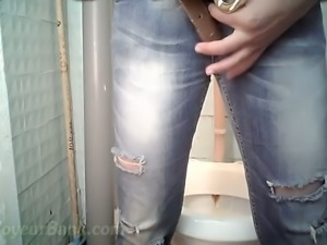 Brunette stranger lady in the public restroom wipes her pussy after pissing