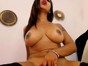 Horny babe playing with toys on webcam