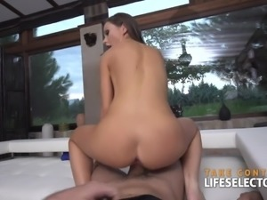 Classic tourist with hot ass banging on big cock hardcore