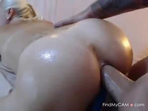Oiled camslut takes a huge boner up her anal hole