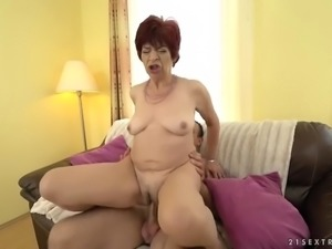 hairy granny pussy of donatella gets filled with young dick on the couch