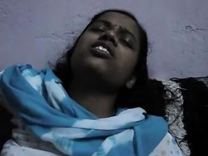 Indian Desi Aunty Massaging Viddoe With Desi Boy