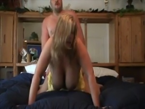 my wife sqeeuzes my cum out of her cunt