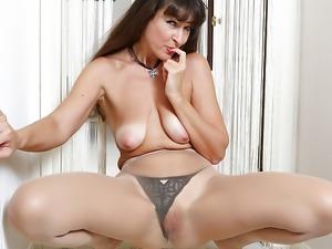 American milf Natasha Belinsky fingers her tight ass