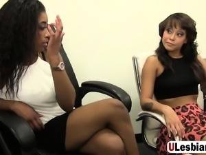 Jamie and Mia are sharing their wet pussyjuice