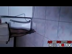 1 勾引在宁夏玩的一个极品黑丝少妇姐姐,一边洗衣服一边干