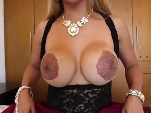 Big boobed ladyboy Naomi Chi enjoys kinky anal fuck in the motel