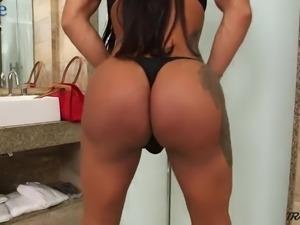 Some really steamy masturbation performed by ladyboy Rosy Pinheiro