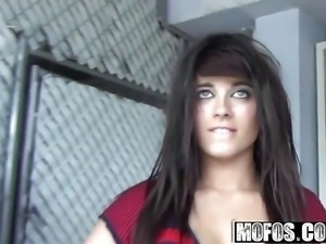 Mofos - Shes A Freak - Oxuanna Envy - Public Ride