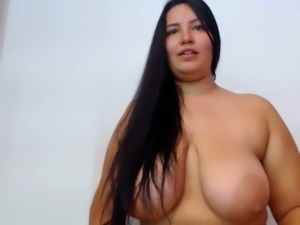 fluffy playing her fat pussy free live show