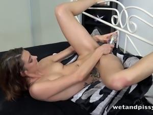 Svelte Czech chick Tera Link wanna piss and wanna masturbate also