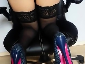 Hot Tennie spreads her ass and pussy on cam