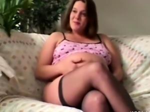 Pregnant Babe Receives Oral