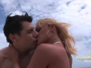 NIGHTCLUB.EU geile Brasilianerin mit mega Body
