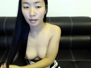 amateur littlegingertwat flashing boobs on live webcam