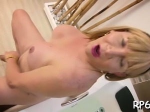 Sex-starved slut enjoys getting a schlong in mouth and pussy