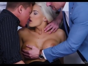 Curvaceous blonde sexpot Blanche Bradburry is actually good at working on dicks