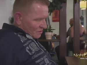 Opa fickt die kleine Freundin seiner Tochter