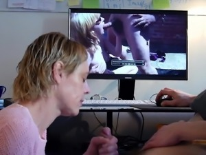 She blows me while watching porn