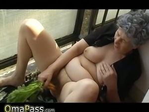 Funky bbw granny enjoys poking her loose hairy snapper with fresh carrot