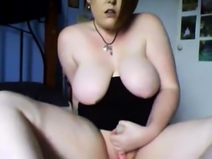 CHUBBY GIRL MASTURBATE ON CAM