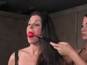 Some kinky hardcore femdom with India Summer includes strapon sucking
