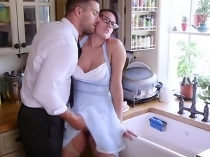 Curvaceous housewife Moka Mora deserves really hard analfuck in the kitchen